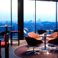Отель Vienna House Andel´s Berlin гостиничный бар фото 3
