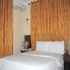 Отель Tyndale Residence Ltd комната для гостей