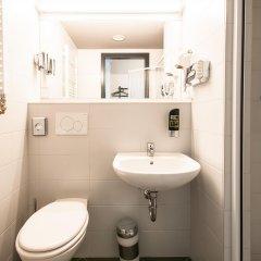 Отель a&o Warsaw Wola Польша, Варшава - отзывы, цены и фото номеров - забронировать отель a&o Warsaw Wola онлайн ванная