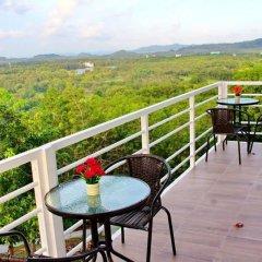 Отель Happy Mountain Airport Resort Таиланд, Такуа-Тунг - отзывы, цены и фото номеров - забронировать отель Happy Mountain Airport Resort онлайн балкон