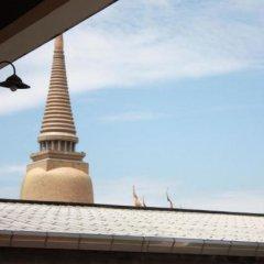 Отель Feung Nakorn Balcony Rooms & Cafe Бангкок балкон