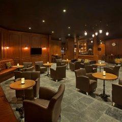 Отель DoubleTree by Hilton Resort & Spa Marjan Island гостиничный бар