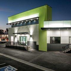 Отель Motel 6 Canoga Park США, Лос-Анджелес - отзывы, цены и фото номеров - забронировать отель Motel 6 Canoga Park онлайн парковка