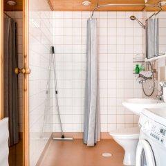 Отель Hiisi Homes Vantaa Sauna Airport Финляндия, Вантаа - отзывы, цены и фото номеров - забронировать отель Hiisi Homes Vantaa Sauna Airport онлайн ванная