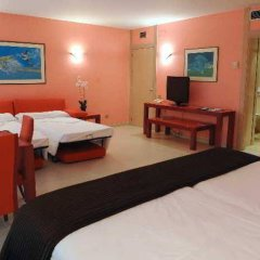 Hotel Sercotel Suite Palacio del Mar сейф в номере