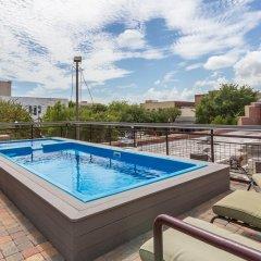Отель LOFTS at First National бассейн