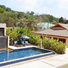 Отель Loch Palm Villa A бассейн