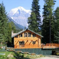 Отель Mt. Robson Mountain River Lodge вид на фасад