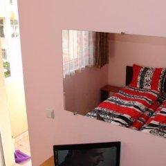 Отель Our Home Guest Rooms Велико Тырново сейф в номере