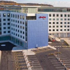 Отель Hampton by Hilton Luton Airport парковка
