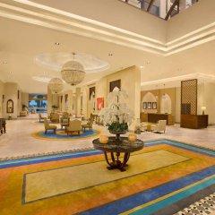 Отель DoubleTree by Hilton Resort & Spa Marjan Island интерьер отеля фото 3