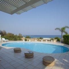 Отель Mimosa Seafront Villa Кипр, Протарас - отзывы, цены и фото номеров - забронировать отель Mimosa Seafront Villa онлайн бассейн фото 2