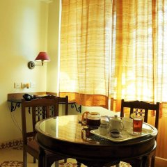 Om Niwas Suite Hotel питание фото 3