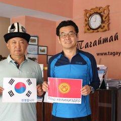 Отель Tagaitai Guest House Кыргызстан, Каракол - отзывы, цены и фото номеров - забронировать отель Tagaitai Guest House онлайн интерьер отеля фото 2