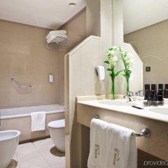 Отель Courtyard by Marriott Madrid Princesa ванная