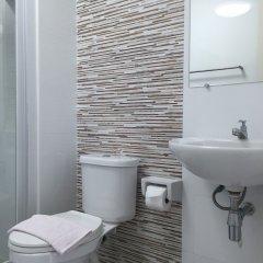 Отель Condo Ratchapruek By Lyn Бангкок ванная