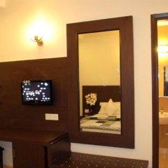 Отель La Vista Индия, Нью-Дели - отзывы, цены и фото номеров - забронировать отель La Vista онлайн сейф в номере