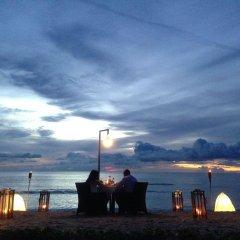 Отель Le Coral Hideaway Beyond Phuket пляж