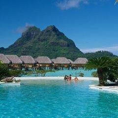 Отель Bora Bora Pearl Beach Resort Французская Полинезия, Бора-Бора - отзывы, цены и фото номеров - забронировать отель Bora Bora Pearl Beach Resort онлайн бассейн фото 2