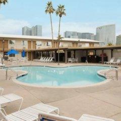 Отель Days Inn Las Vegas at Wild Wild West Gambling Hall США, Лас-Вегас - 8 отзывов об отеле, цены и фото номеров - забронировать отель Days Inn Las Vegas at Wild Wild West Gambling Hall онлайн с домашними животными