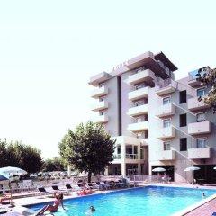 Отель St Gregory Park бассейн