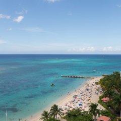 Отель Sunset Beach Studio At Montego Bay Club Resort Ямайка, Монтего-Бей - отзывы, цены и фото номеров - забронировать отель Sunset Beach Studio At Montego Bay Club Resort онлайн пляж