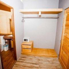 Отель Dee Inn сейф в номере
