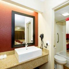 Отель Red Roof Inn Columbus West Колумбус ванная