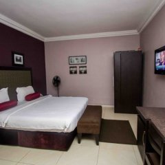 Отель Admiralty Residency сейф в номере