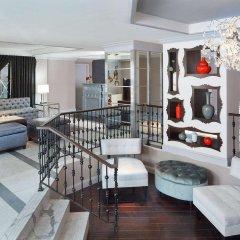 Отель The Graham Washington DC Georgetown, Tapestry Collection by Hilton гостиничный бар