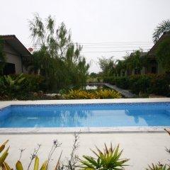 Отель Longlake Resort бассейн