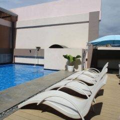 Отель Diamond Suites And Residences Филиппины, Лапу-Лапу - 1 отзыв об отеле, цены и фото номеров - забронировать отель Diamond Suites And Residences онлайн бассейн фото 2