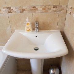 Отель Waynes Place Великобритания, Кемптаун - отзывы, цены и фото номеров - забронировать отель Waynes Place онлайн ванная