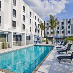 Отель Hampton Inn Suites Sarasota/Bradenton Airport бассейн фото 2
