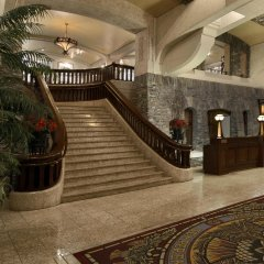 Отель Fairmont Banff Springs интерьер отеля
