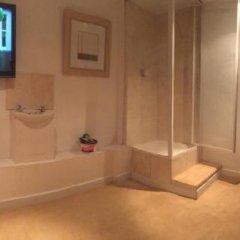 Отель Bobby's Bunkhouse - Hostel Великобритания, Эдинбург - отзывы, цены и фото номеров - забронировать отель Bobby's Bunkhouse - Hostel онлайн ванная фото 2