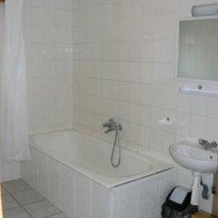 Отель Simon-Dach-Haus Литва, Клайпеда - отзывы, цены и фото номеров - забронировать отель Simon-Dach-Haus онлайн ванная