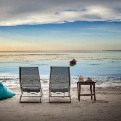 Отель Tango Beach Resort пляж