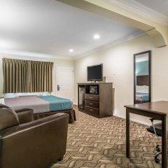 Отель Rodeway Inn & Suites LAX комната для гостей фото 4
