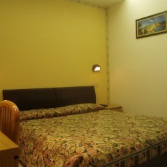 Отель Due Torri сейф в номере