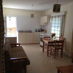 Отель Constantaras Apartments Кипр, Протарас - отзывы, цены и фото номеров - забронировать отель Constantaras Apartments онлайн комната для гостей фото 5