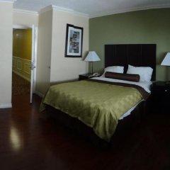 Отель Staples Center Inn Лос-Анджелес сейф в номере