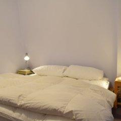 Отель Home With Roof Terrace Hampstead Village Лондон комната для гостей