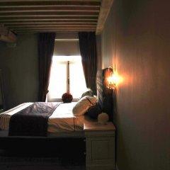 Отель Chateau Rougesse сейф в номере