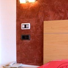 Hotel Capricho сейф в номере