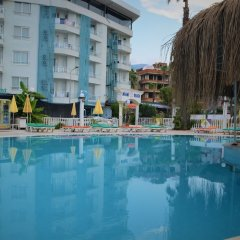 M.C.A. Marquis Hotel бассейн