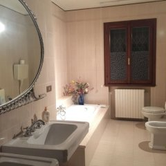 Отель Residence Tenuta Gambalonga Италия, Региональный парк Colli Euganei - отзывы, цены и фото номеров - забронировать отель Residence Tenuta Gambalonga онлайн ванная фото 2