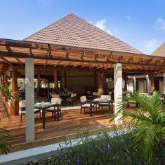 Отель Kurumba Maldives гостиничный бар