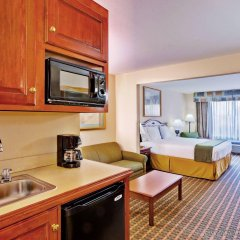 Holiday Inn Express Hotel & Suites MERIDIAN в номере