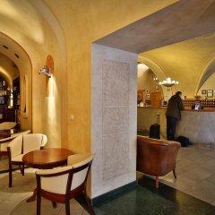 Отель Best Western Plus Hotel Meteor Plaza Чехия, Прага - 6 отзывов об отеле, цены и фото номеров - забронировать отель Best Western Plus Hotel Meteor Plaza онлайн гостиничный бар